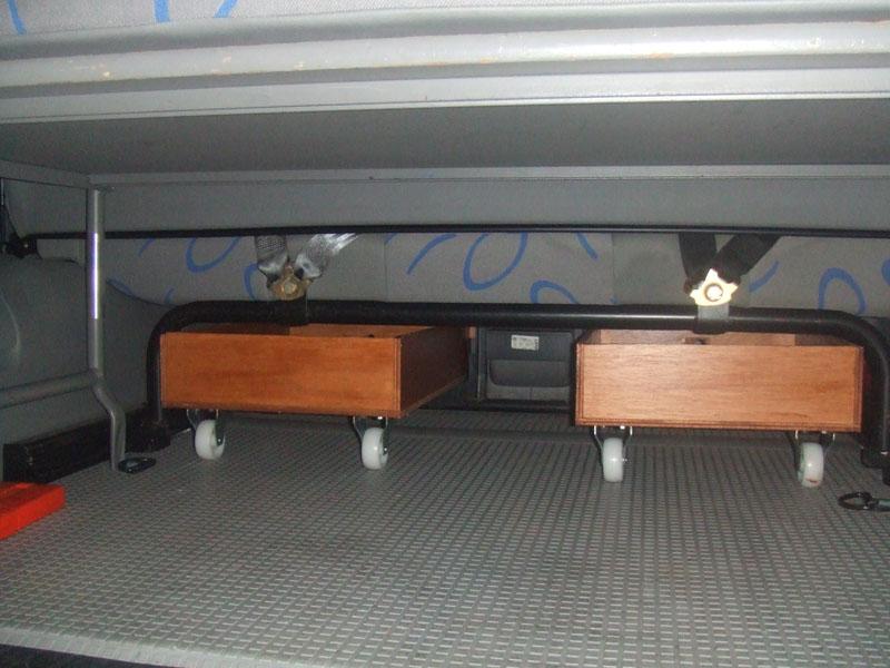 Cajones para el hueco de debajo de los asientos traseros - Railes para cajones ...