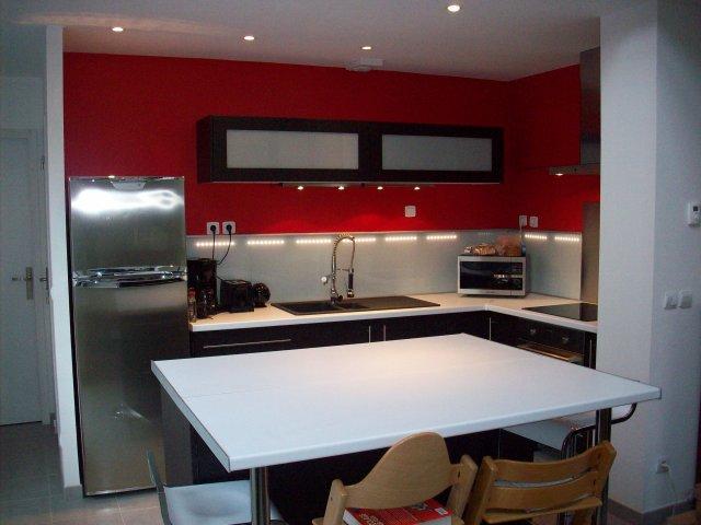 Id e ammenagement cuisine ouverte sur salon page 5 - Peindre un mur en rouge ...
